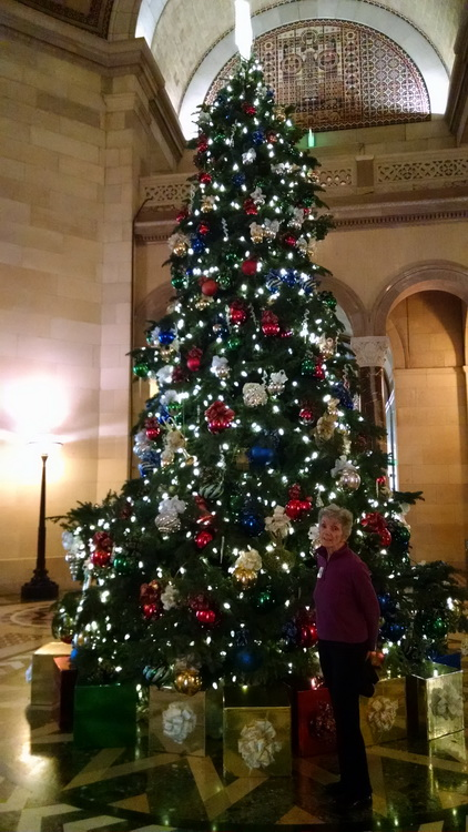LA City Hall XMas Tree 2018